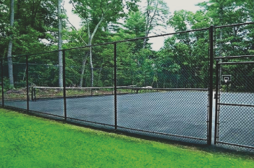 nice-high-black-chain-link-fence-around-sport-court-by-green-grass
